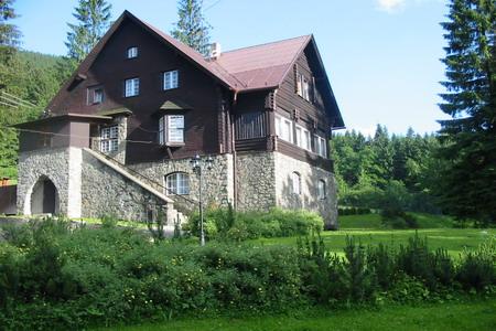 Penziony u sjezdovky Beskydy - penzion v Čeladné v Beskydech leží 500 m od menší sjezdovky